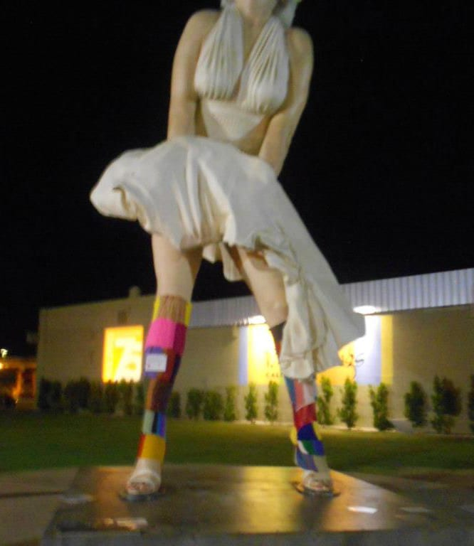 Photo of Marilyn Forever statue wearing legwarmers